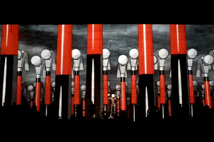 Roger_Waters_The_Wall_Live_St._Louis_2010_2